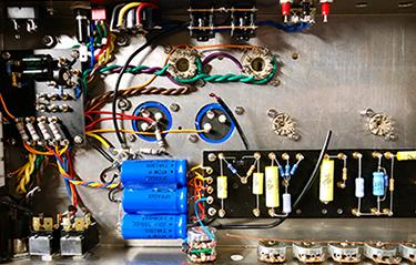 Vintage Voltage Amp detail 2 - Winter 2020
